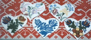 Hearts & plate designed by Margit Dósa.
