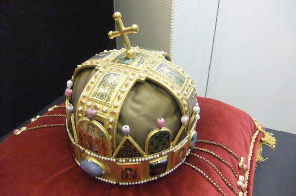 Herend replica of the Crown of St. Stephen on display